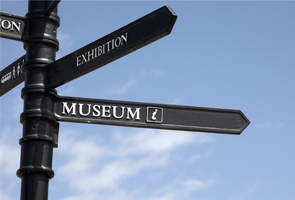 Signpost showing directions to museum and exhibition